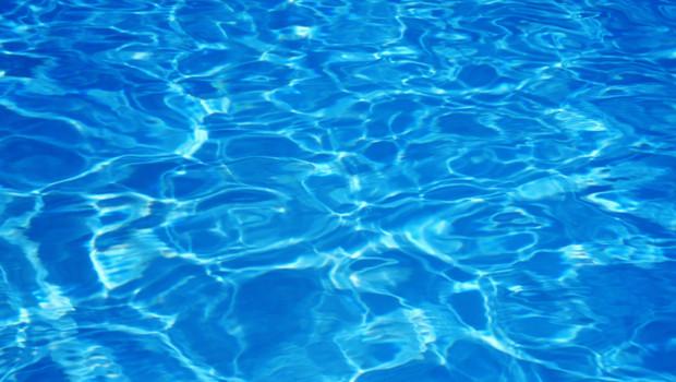 eau-d-une-piscine-10744188jpvni_1713