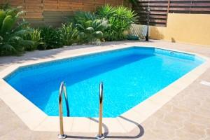 piscine-shutterstock_61753705